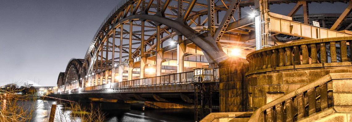 Elbbrücken in Hamburg bei Nacht