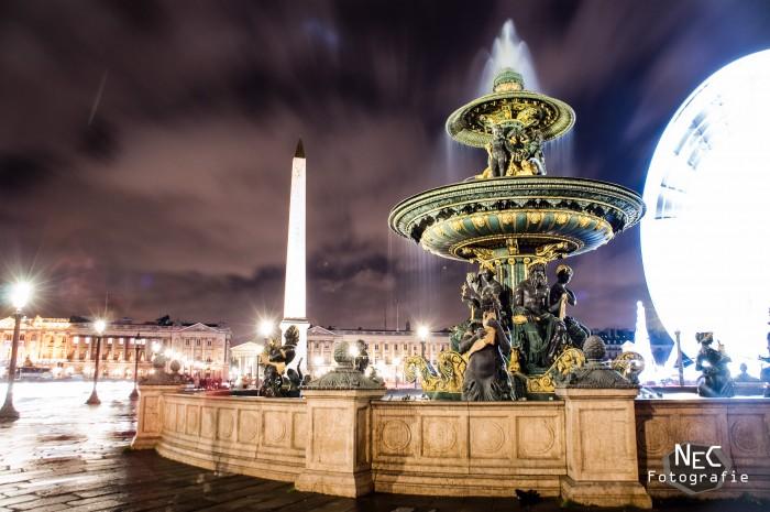 Pariser Brunnen bei Nacht, Riesenrad
