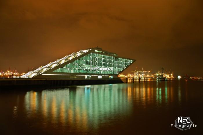 Dockland im Hafen Hamburg bei Nacht