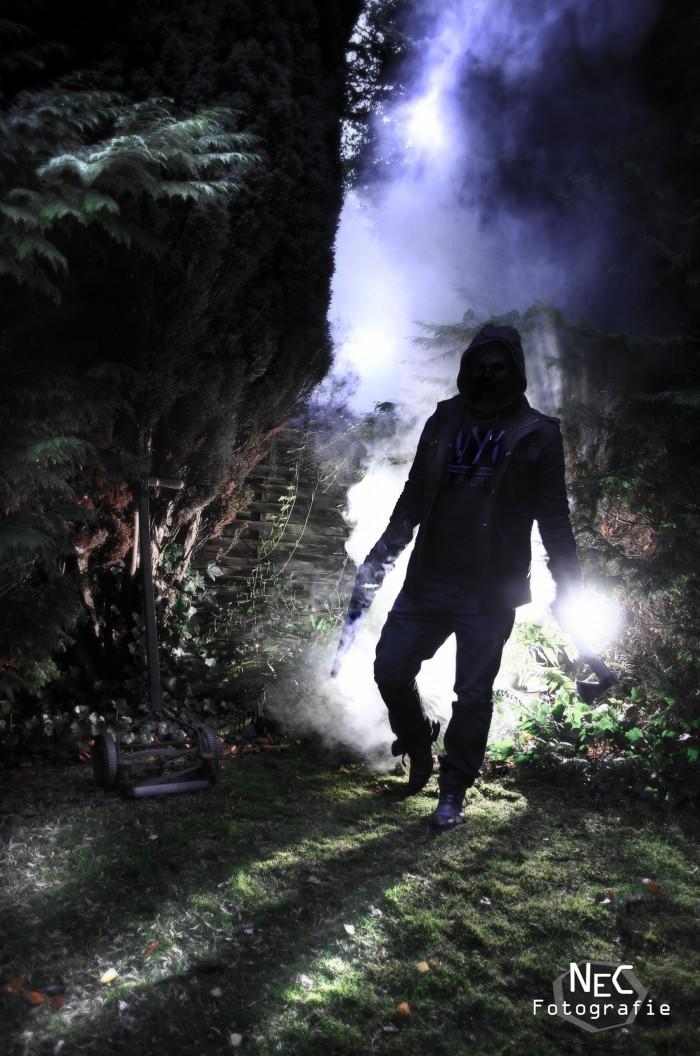 Halloween Neblig, Gestalt im Wald