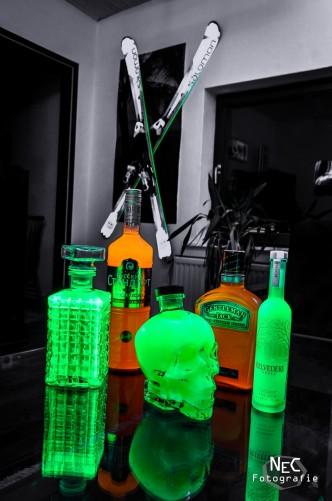 NeonElectric, Neon UV-Licht, leuchtender Totenkopf, Ski
