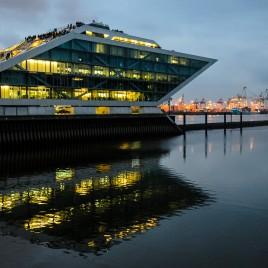 Hamburger Hafen Dockland bei Nacht
