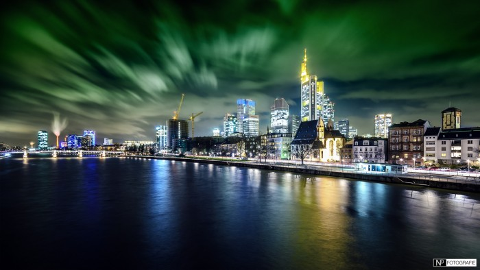 Frankfurt Skyline Night green